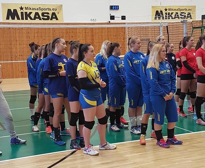 Volejbalistky na turnaji v Hnúšti